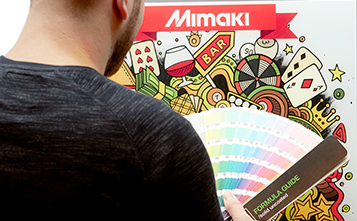 mimaki-employee-with-formula-guide